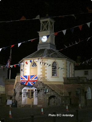 moot hall at night